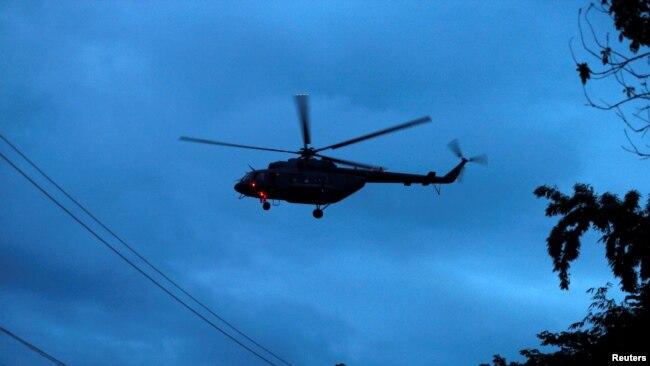 Chiếc trực thăng quân sự được cho là chở các em rời hang Tham Luang ở đông bắc Thái Lan hôm 8/7.