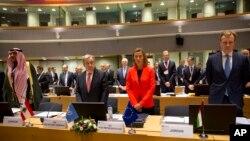 欧盟叙利亚会议代表为化武攻击死难者起立默哀(2017年4月5日)