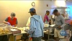 Як забезпечити безхатченків їжею – приклад благодійної організації у США. Відео