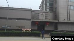 中國駐休斯頓總領事館降下中國國旗卸下國徽