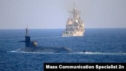 زیردریایی اتمی یواساس جورجیا در حال عبور از تنگه هرمز