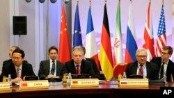 Perundingan nuklir Iran di Almaty, Kazakhstan yang dihadiri delegasi 5 negara anggota tetap DK PBB ditambah Jerman dan Iran (27/2).