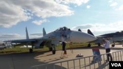 去年8月末莫斯科航展上展出的蘇-27SM3戰機。(美國之音白樺拍攝)
