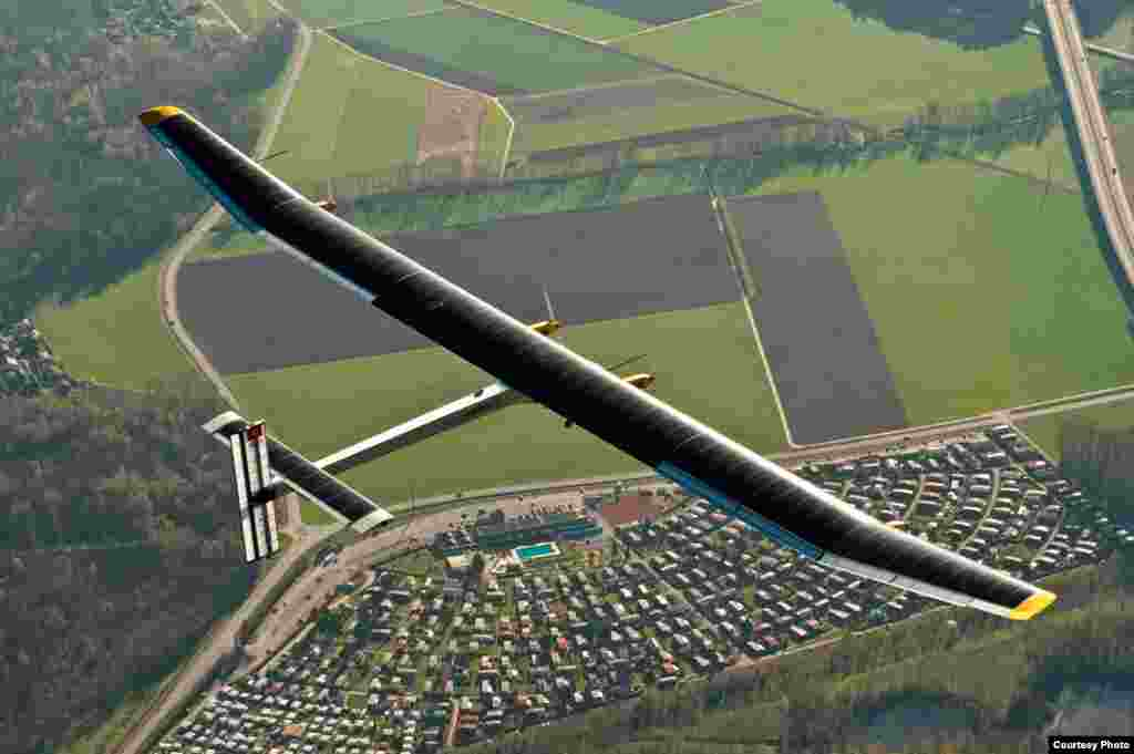 """Solar Impulse"" над Швейцарією, 2011. (Jean Revillard/Rezo.ch)"