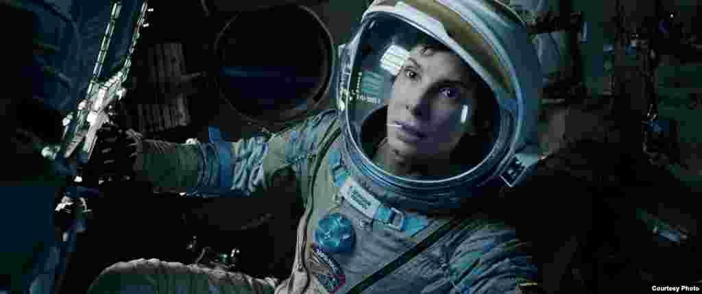 """Mchezaji Sandra Bullock ameteuliwa kama muigizaji mwanamke bora wa mwaka kwa kucheza katika filamu ya """"Gravity."""" (Oscars.or"""
