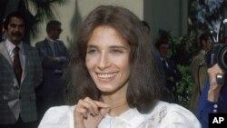 Theresa Saldana sobrevivió al ataque de un hombre que se obsesionó con ella en 1982. El hombre fue sentenciado por intento de asesinato.