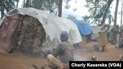 Des femmes déplacées dans lun des camps à Oicha, Nord-Kivu, VOA/Charly Kasereka