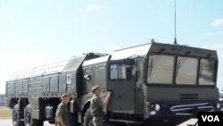 薩德系統為俄羅斯提供藉口增加與中國相接壤的遠東地區軍力。俄羅斯即將在俄中邊境地區部署第三只伊斯康德爾導彈部隊。2014年莫斯科武器展上的伊斯康德爾導彈系統。(美國之音白樺拍攝)