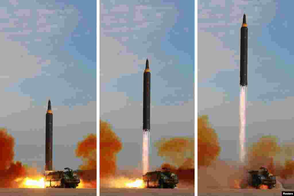 북한이 시험 발사한 화성-12 미사일을 연속 촬영한 사진. 미사일이 이동식 발사 차량에 실린 그대로 수직으로 발사되고 있다.