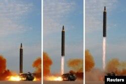 Một phi đạn Hwasong-12 được phóng đi trong một bức ảnh ghép không đề ngày tháng do Thông tấn xã trung ương Triều Tiên (KCNA) công bố vào ngày 16 tháng 9, 2017.