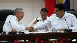 Cuba's President Raul Castro, left, shakes hands with Venezuela's President Nicolas Maduro at the ALBA summit about Ebola in Havana, Cuba, Monday, Oct. 20, 2014.