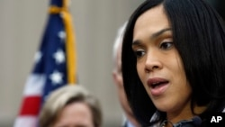 了同管轄巴爾的摩地區的馬里蘭州檢察官瑪麗蓮.莫斯比。