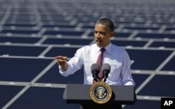 Prezident Obama Nevada shtatidagi quyosh energiyasi inshootida