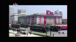 北韓閱兵式示新型導彈 (粵語)