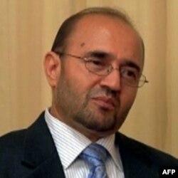 """Abdul Qodir Fitrat 'Amerika Ovozi"""" savollariga javob berar ekan, """"aybim yo'q"""" deydi"""