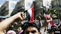 Ratusan demonstran pro dan anti-pemerintah mulai menggelar aksinya di Sana'a, Kamis (2/3).