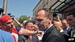 Fatmir Ljimaj ispred suda pu Prištini, nakon oslobađajuće presude