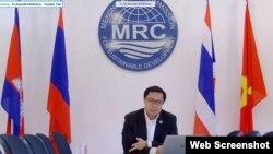 Tiến sĩ Anoulak Kittikhoun, thuộc Uỷ hội sông Mekong, phát biểu tại Đối thoại Chính sách Những người bạn Mekong, ngày 12/1/2021. Photo Facebook Mekong-US Partnership