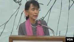 Aung San Suu Kyi Meets American Burmese