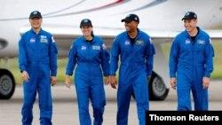 خدمه فضاپیمای «کرو درگن»