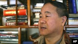 Pemenang Hadiah Nobel untuk sastra 2012 dari Tiongkok, Mo Yan. (AP/Aritz Parra)