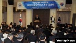 11일 류길재 한국 통일부 장관이 ROTC중앙회가 개최한 조찬 포럼에서 강연하고 있다.