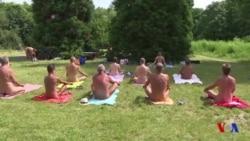 Yoga dans les bois pour la première Journée du naturisme à Paris (vidéo)