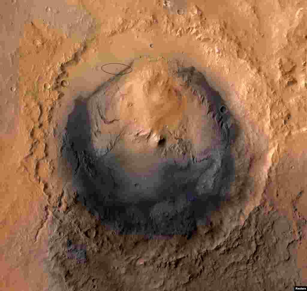Кратерот Гејл, местото на Марс каде се приземји Кјуриозити.