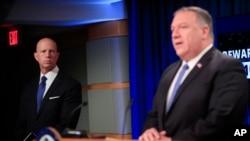 مایک پمپئو و کیل براون (چپ) - آرشیو