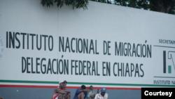 Yon sant meksiken kote sèvis imigrasyon resevwa demand dazil refijye nan Eta Chiapas.
