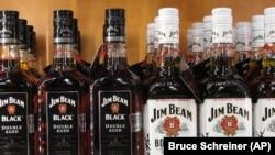 تعرفه های گمرکی اتحادیه اروپا بر کالا های تولید ایالات متحده شامل مشروبات الکی نیز می شود