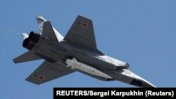 Borbena letjelica ruskog vazduhoplovstva MiG-31 tokom obilježavanja Dana pobjede u Moskvi 9. maja 2018, ilustrativna fotografija (Foto: REUTERS/Sergei Karpukhin)