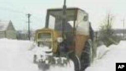 Вашингтон почна да се ископува од под снегот