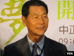 邓丽君文教基金会董事长 邓长富(美国之音张永泰拍摄)