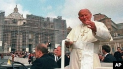 Pope John Paul II tours St. Peter's Square during the weekly general open-air audience at the Vatican, April 1, 1998