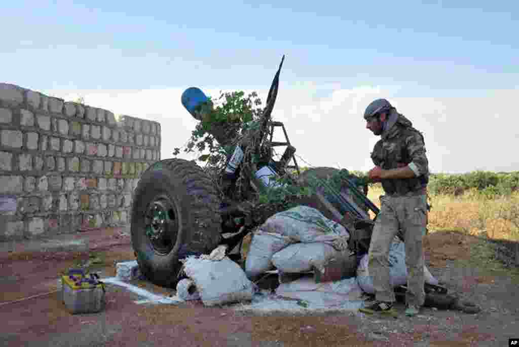 A Syrian rebel fires shells against government forces in Idlib, northern Syria, May 23, 2013.