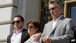 在旧金山被枪杀的凯瑟琳·斯坦勒的家人(资料照)