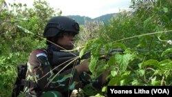 Operasi Tinombala 2016 cegah pengaruh kelompok Santoso pada masyarakat. (VOA/Yoanes Litha)