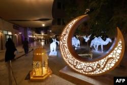 دبئی میں رمضان المبارک کے سلسلے میں ایک مقام کو روشن کیا گیا ہے۔