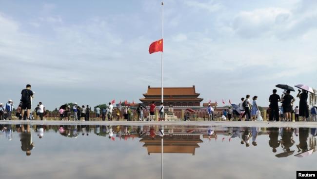 2019年7月29日北京天安門的國旗為前中國領導人李鵬的去世將半旗