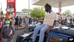 Протестувальники у Міннеаполісі