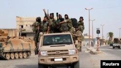 တူရကီေက်ာေထာက္ေနာက္ခံေပးထားတဲ့ ဆီးရီးယားသူုပုန္ေတြကို နယ္စပ္ၿမိဳ႕ Tel Abyad မွာ ေတြ႔ရစဥ္ (ေအာက္တုိဘာ ၁၄၊ ၂၀၁၉ )