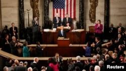 Lưỡng viện Quốc hội Hoa Kỳ đón chào Tổng thống Obama đến đọc bài diễn văn về Tình trạng Liên bang, ngày 12/2/2013.