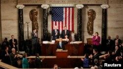 Lưỡng viện Quốc hội chào đón Tổng thống Obama đến đọc thông điệp liên bang, ngày 12/2/2013.