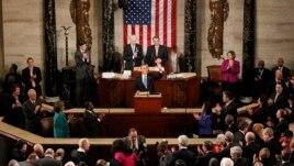 El presidente Barack Obama es ovacionado en el Capitolio.