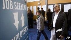 Người tìm việc đến hội chợ việc làm ở Portland, bang Oregon, Mỹ, ngày 24/4/2012.
