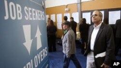 La tasa de desempleo en el país ha venido presentando un decrecimiento moderado. En agosto de 2011 estaba en 9,1% y en el mes de abril registró un 8,1%.