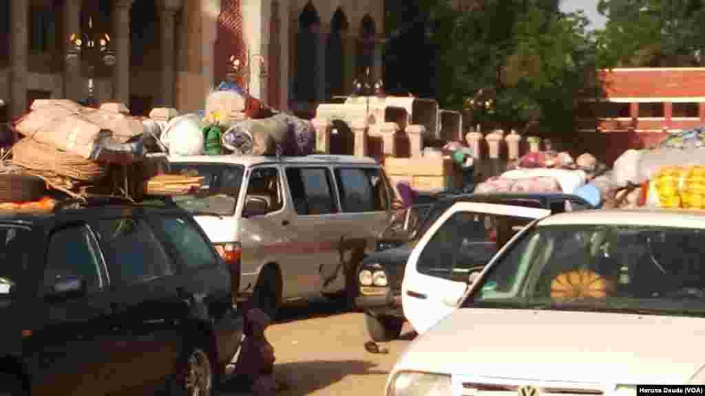 BORNO: Fasinjoji da suka hasala sun kai koke wahen Shehun Borno