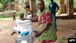 Des sacs de nourriture distribués par le PAM dans le nord du Togo, le 28 septembre 2007.