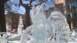 Perempuan Berkompetisi Memahat Es